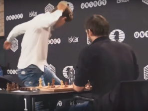 Naštvaný Magnus Carlsen